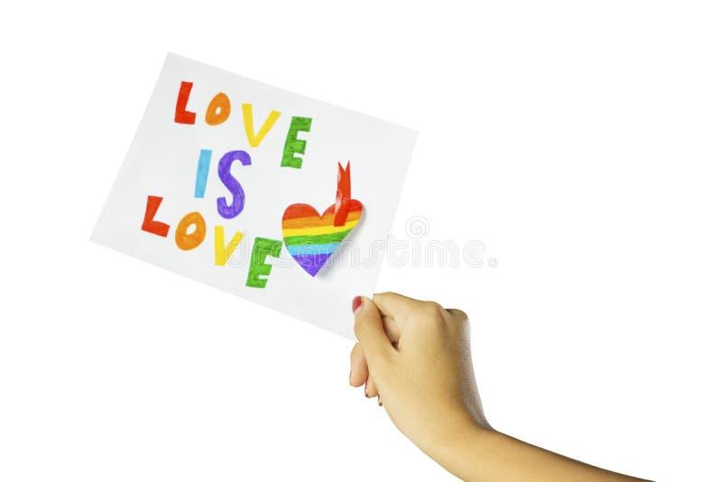 Η άγνωστη γυναίκα που παρουσιάζει κείμενο της αγάπης είναι αγάπη στοκ εικόνα με δικαίωμα ελεύθερης χρήσης