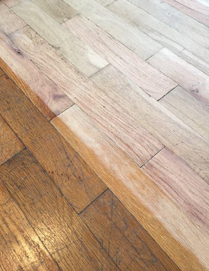 Η άμμος και τελειώνει τα σκληρά ξύλινα πατώματα στοκ εικόνες με δικαίωμα ελεύθερης χρήσης