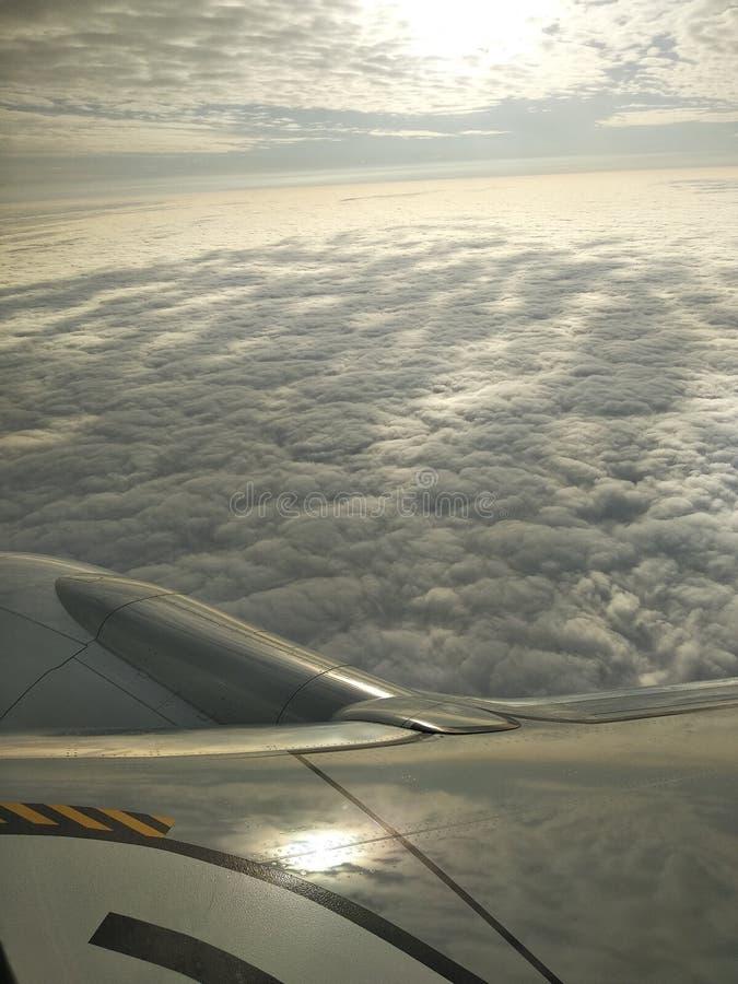 Η άποψη από το παράθυρο αεροπλάνων στοκ εικόνα