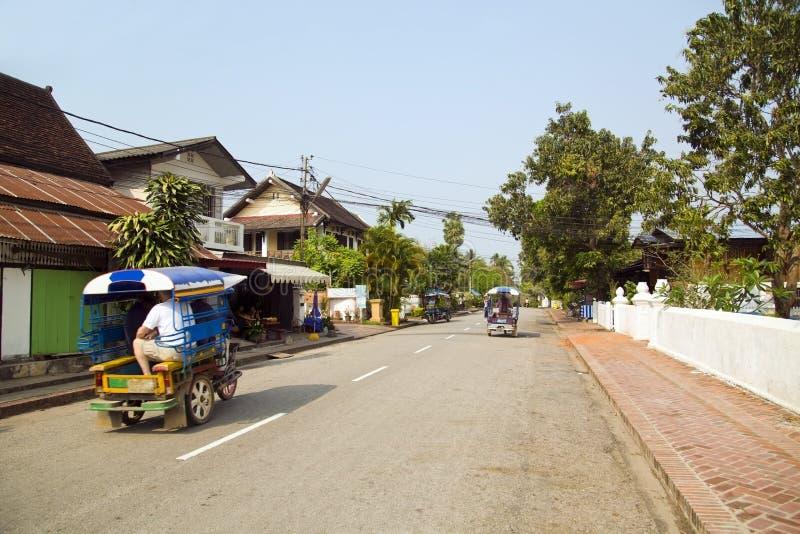 η άποψη βολικού χαλαρώνει τις οδούς Luang Prabang, Λάος στοκ εικόνα