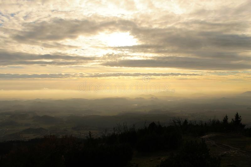 Η άποψη βραδιού της επαρχίας στη Δημοκρατία της Τσεχίας στοκ φωτογραφία