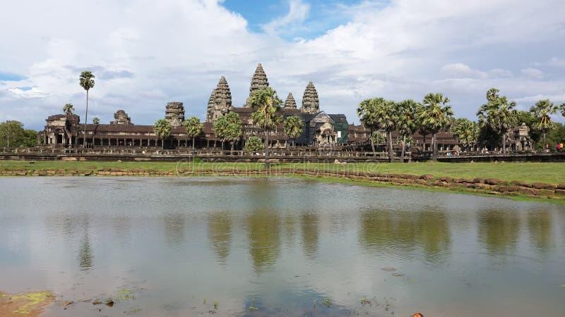 Η άποψη λιμνών του ναού Angkorwat στοκ φωτογραφία