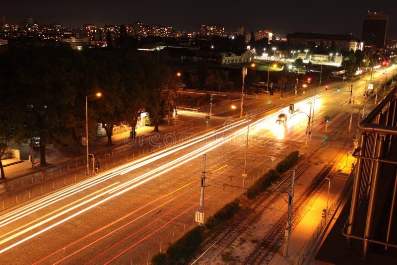 Η άποψη νύχτας της εικονικής παράστασης πόλης τοπίων οδικών λεωφόρων της Sofia Βουλγαρία εμποδίζει τη φωτογραφία στοκ φωτογραφία με δικαίωμα ελεύθερης χρήσης
