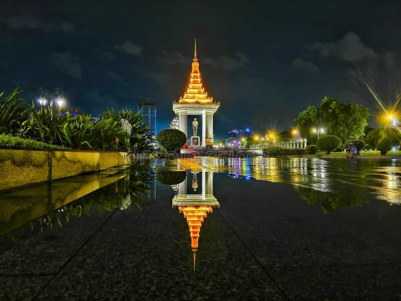 Η άποψη νύχτας της Πνομ Πενχ στοκ φωτογραφία