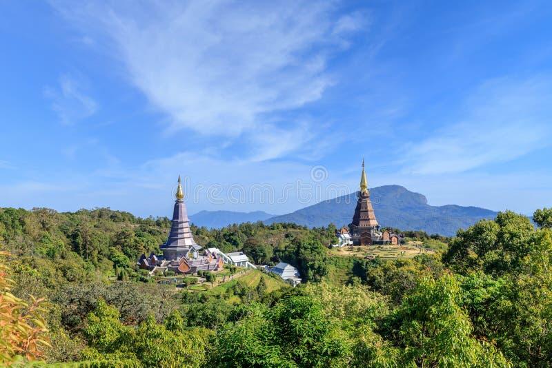 Η άποψη παγοδών Noppamethanedon και Nopphonphusiri από την παν φύση Kew Mae σύρει, εθνικό πάρκο Doi Inthanon, Chiang Mai, Ταϊλάνδ στοκ φωτογραφίες