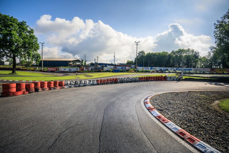 Η άποψη πανοράματος της ελβετικής διαδρομής πρωταθλήματος kart μέσα στοκ εικόνες