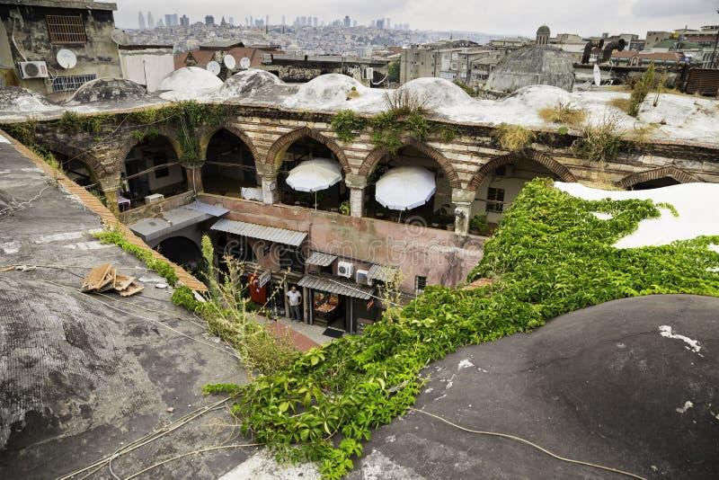 Η άποψη στεγών των καταστημάτων αργυροχόων σε Kalcilar Han κοντά στο ιστορικό εμπόριο κεντροθετεί μεγάλο Bazaar στοκ εικόνες