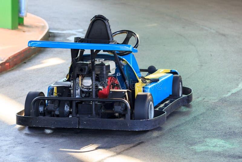 Η άποψη σχετικά με τη μηχανή ενός παλαιού αγώνα πηγαίνει kart στοκ εικόνες
