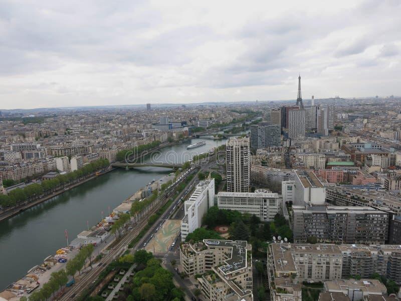 Η άποψη σχετικά με το Παρίσι στοκ φωτογραφίες με δικαίωμα ελεύθερης χρήσης