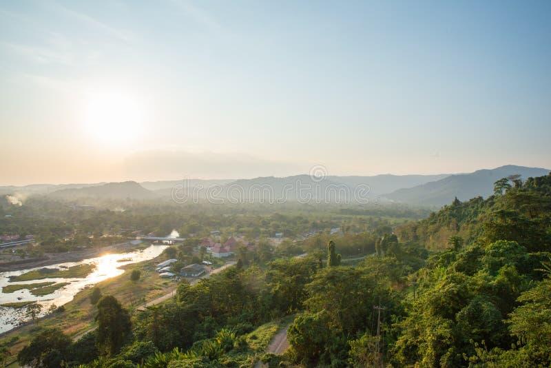 Η άποψη τοπίων είναι όμορφο Khun Dan Prakan Chon Dam, Nakhon Nayok, Ταϊλάνδη στοκ εικόνα