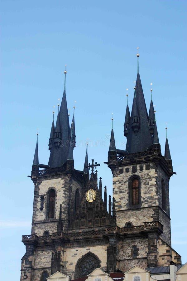 Η άποψη του πύργου της εκκλησίας Tyn στην Πράγα στοκ εικόνες με δικαίωμα ελεύθερης χρήσης