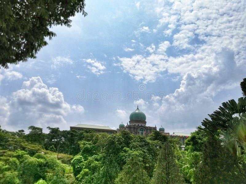 Η άποψη Putra Perdana, κεντρικό γραφείο πρωθυπουργών της Μαλαισίας από τη μακρινή απόσταση Putrajaya, Μαλαισία στοκ εικόνα