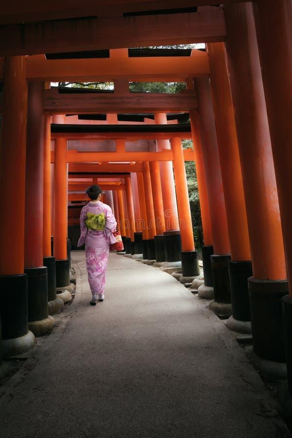Η λάρνακα fushimi-Inari στοκ φωτογραφίες με δικαίωμα ελεύθερης χρήσης