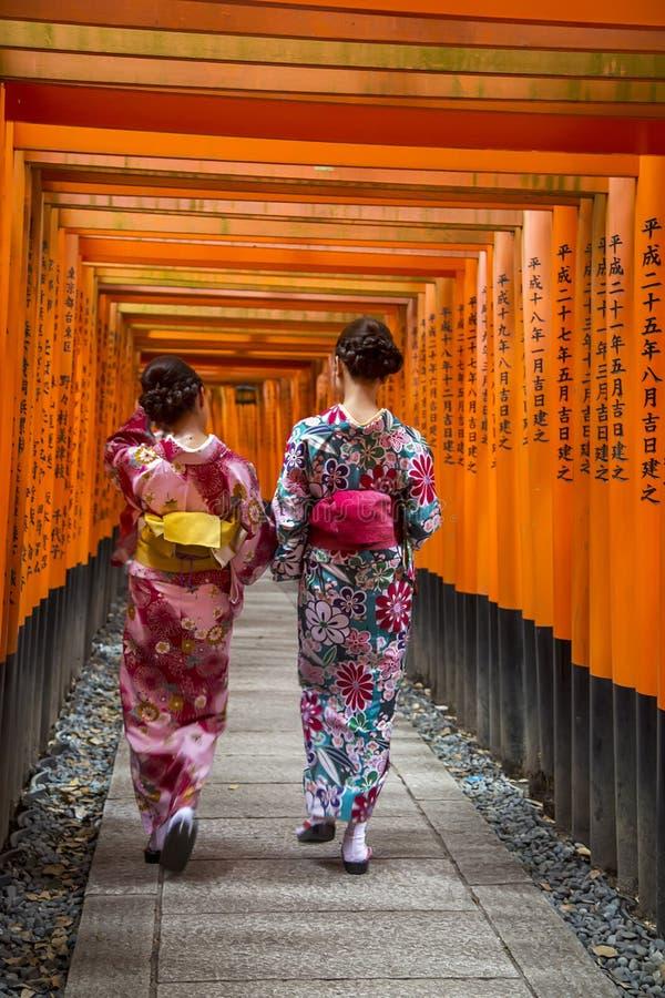 Η λάρνακα Inari Fushimi στο Κιότο, Ιαπωνία στοκ εικόνες
