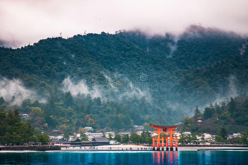 Η λάρνακα Itsukushima, Miyajama, Χιροσίμα, Ιαπωνία στοκ φωτογραφία
