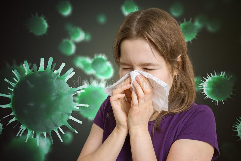 Η άρρωστη γυναίκα έχει γρίπη και φτερνίζεται Πολλοί ιοί και μικρόβια που πετούν γύρω στοκ φωτογραφία