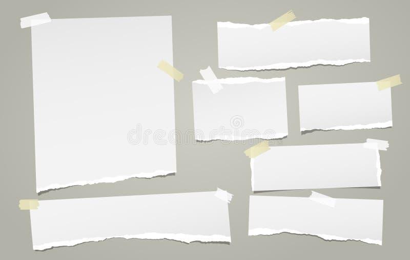 Η άσπρη σημείωση, λουρίδες εγγράφου σημειωματάριων με τις σχισμένες άκρες κόλλησε με την κολλώδη ταινία στο πράσινο υπόβαθρο επίσ απεικόνιση αποθεμάτων