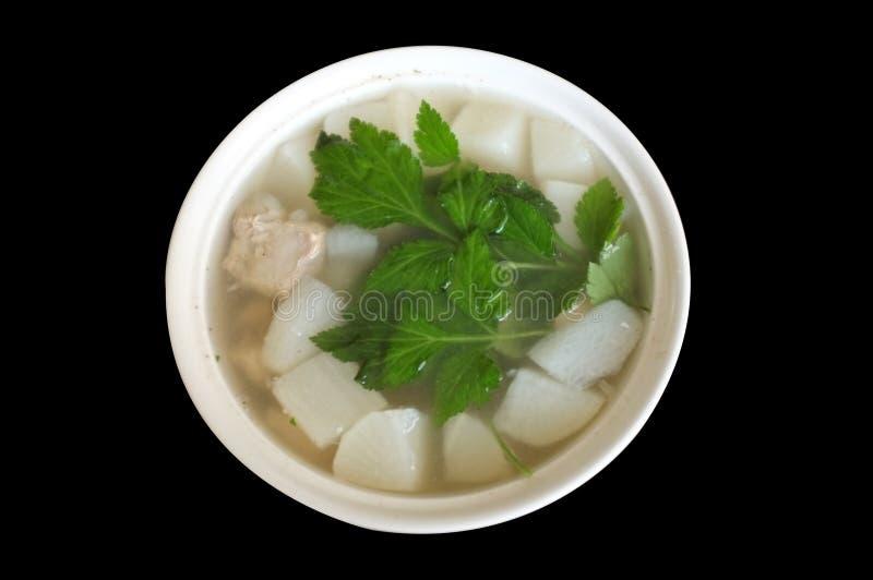 Η άσπρη σούπα ραδικιών με τις εφεδρείες χοιρινού κρέατος σχίζει στοκ φωτογραφία