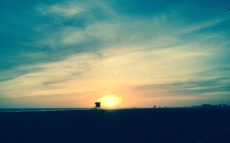 η έκθεση παραλιών αισθάνεται ότι δίνει τα αργά μαλακά κύματα ηλιοβασιλέματος πολύ στοκ φωτογραφίες