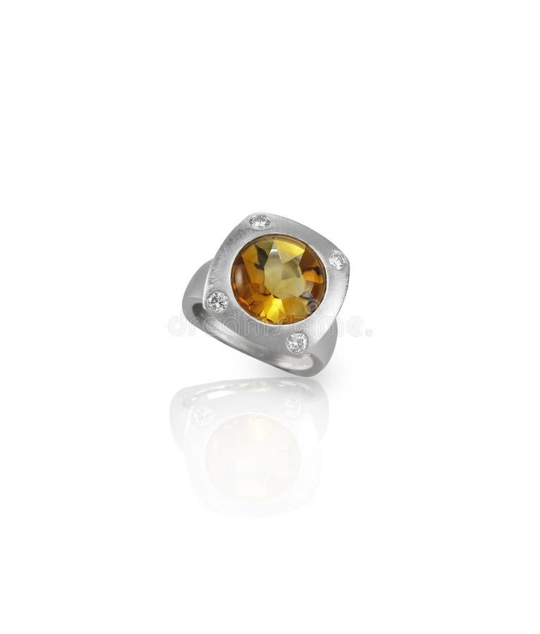 Ηλέκτρινο κίτρινο ασημένιο χρυσό δαχτυλίδι διαμαντιών topaz στοκ φωτογραφίες