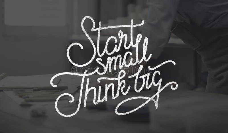 Η έναρξη μικρή σκέφτεται τη μεγάλη έννοια φιλοδοξιών δημιουργικότητας ιδεών στοκ φωτογραφίες