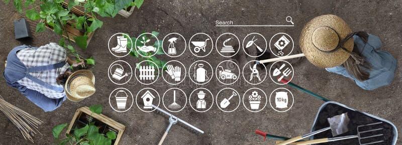 Η έννοια ηλεκτρονικού εμπορίου εξοπλισμού κηπουρικής, τα σε απευθείας σύνδεση εικονίδια αγορών, ο άνδρας και η γυναίκα λειτουργού στοκ φωτογραφία με δικαίωμα ελεύθερης χρήσης
