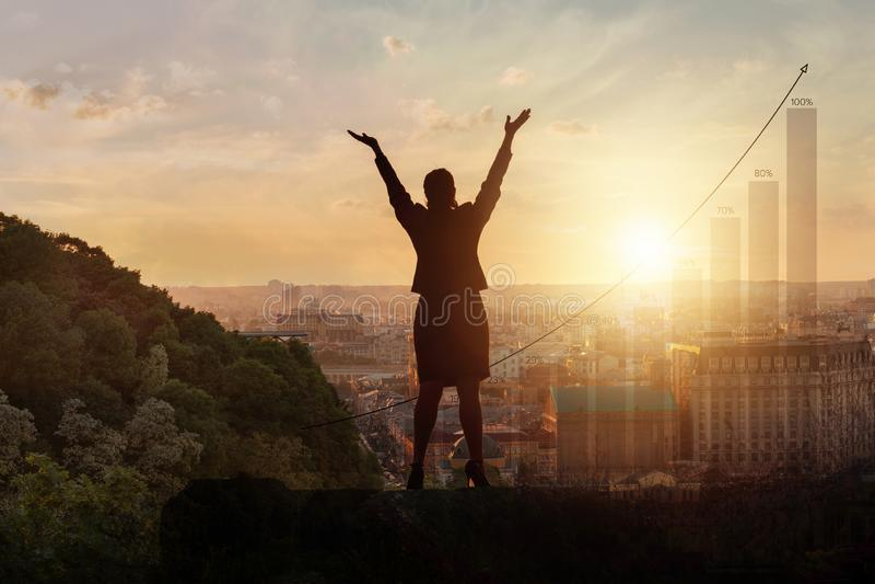 Η έννοια της επίτευξης της οικονομικής επιτυχίας στοκ φωτογραφία με δικαίωμα ελεύθερης χρήσης
