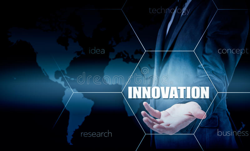 Η έννοια της καινοτομίας στην επιχείρηση Επιχειρηματίας που εργάζεται με το lap-top και την ταμπλέτα Στατιστικές αύξησης Κέρδη αύ διανυσματική απεικόνιση