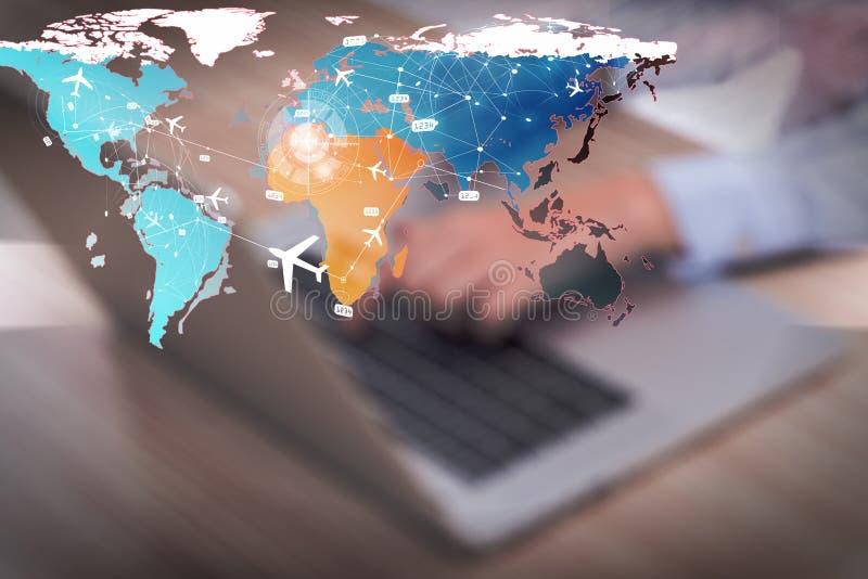 Η έννοια on-line να κρατήσει για το αεροπορικό ταξίδι στοκ φωτογραφίες με δικαίωμα ελεύθερης χρήσης