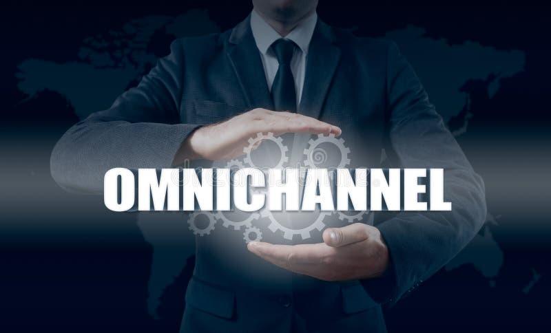 Η έννοια Omnichannel μεταξύ των συσκευών για να βελτιώσει την απόδοση της επιχείρησης Καινοτόμες λύσεις στην επιχείρηση στοκ εικόνες