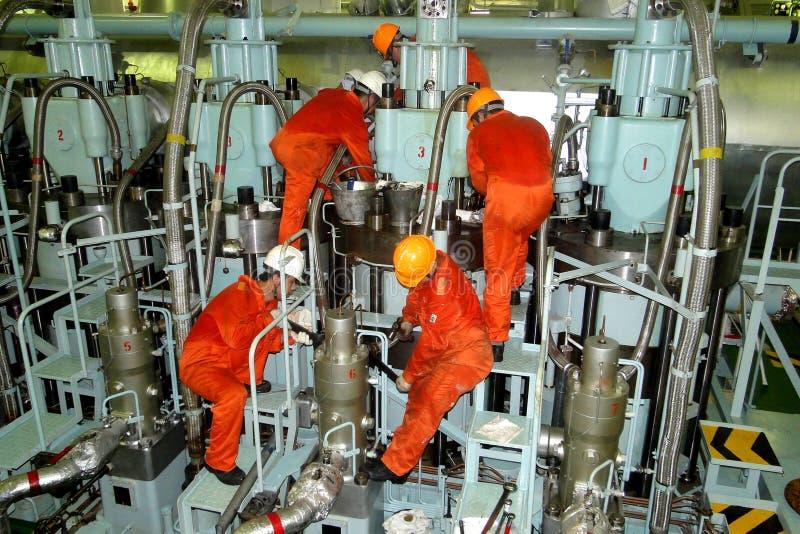 Η έξοχη συνδυασμένη ΣΟΥΠΕΡΤΑΝΚΕΡ μηχανή βυτιοφόρων, είναι η μονάδα ισχύος του σκάφους στοκ εικόνα με δικαίωμα ελεύθερης χρήσης
