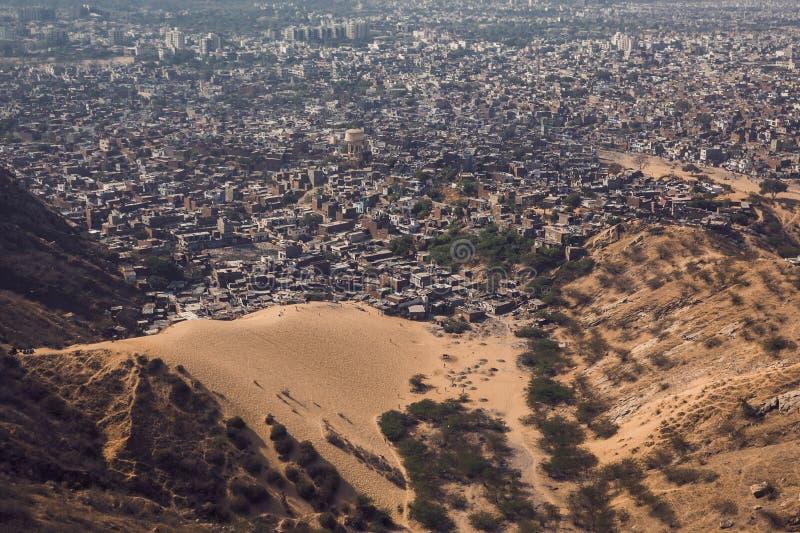 Η έρημος τρώει την πόλη στοκ φωτογραφία