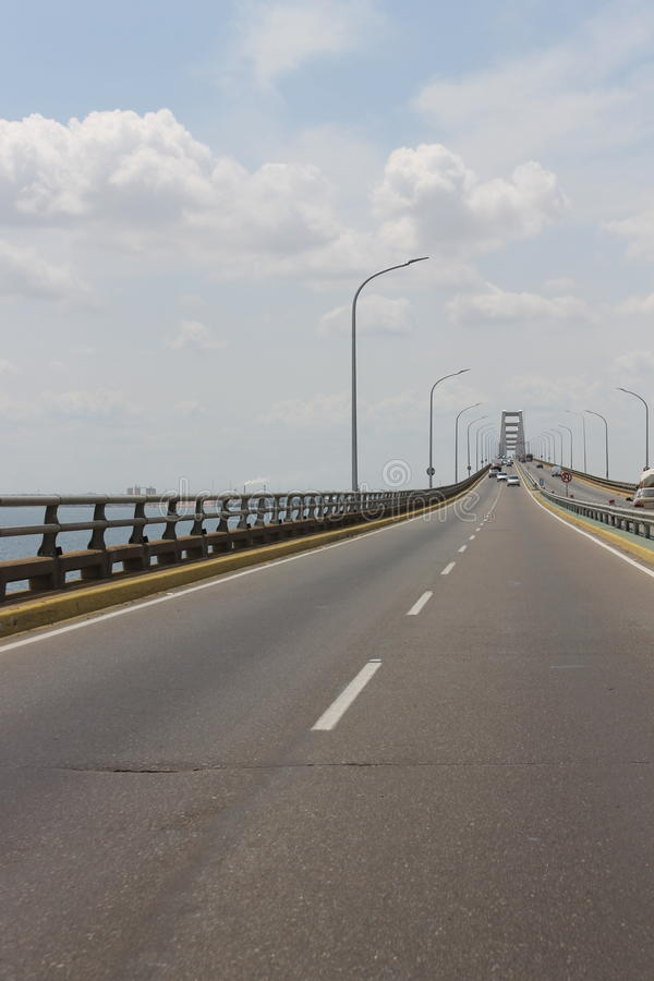 Η λίμνη, η γέφυρα στοκ φωτογραφίες με δικαίωμα ελεύθερης χρήσης