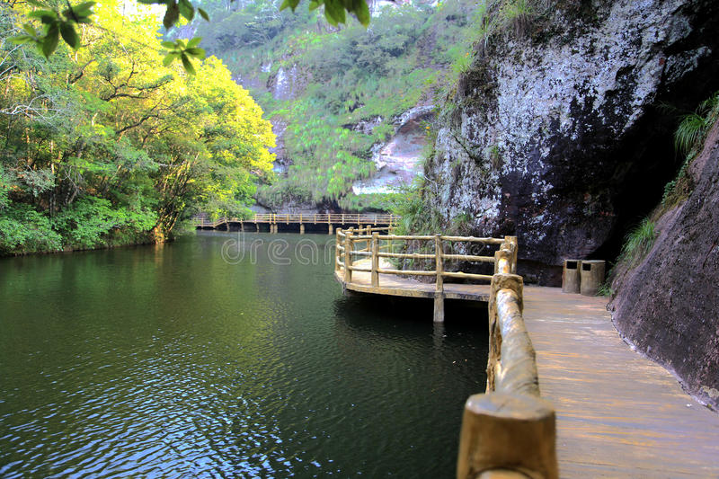 Η λίμνη και οι θέες βουνού Jiulong σε Taining, Fujian, Κίνα στοκ φωτογραφίες με δικαίωμα ελεύθερης χρήσης