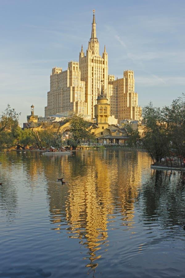 Η λίμνη στο ζωολογικό κήπο της Μόσχας στοκ φωτογραφία με δικαίωμα ελεύθερης χρήσης