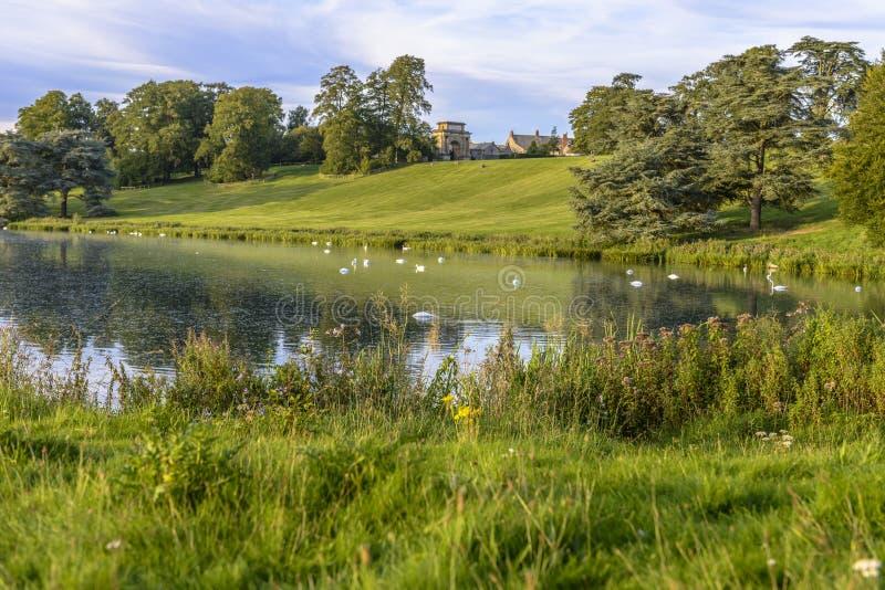 Η λίμνη στο παλάτι Blenheim, Αγγλία στοκ φωτογραφίες