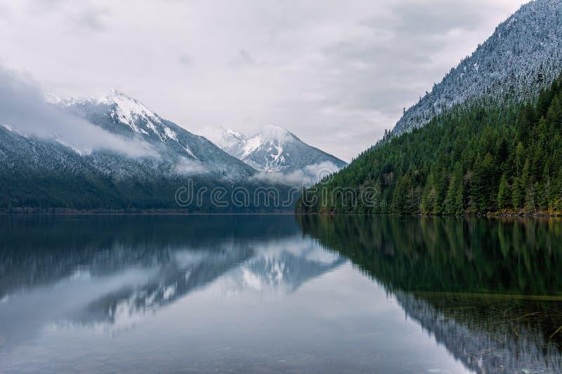Η λίμνη Chilliwack στο επαρχιακό πάρκο λιμνών Chilliwack στοκ εικόνες με δικαίωμα ελεύθερης χρήσης