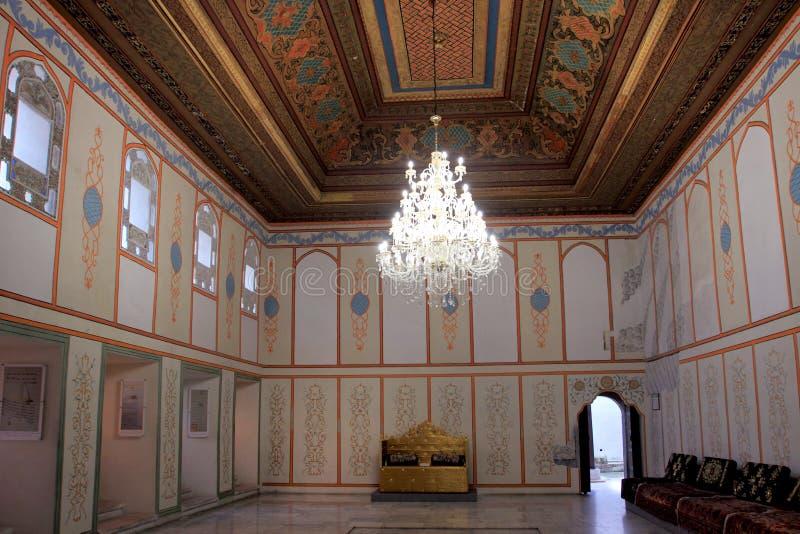 Η αίθουσα ντιβανιών και το thron στο παλάτι Khan στην πόλη Bakhchisaray (Κριμαία) στοκ εικόνες