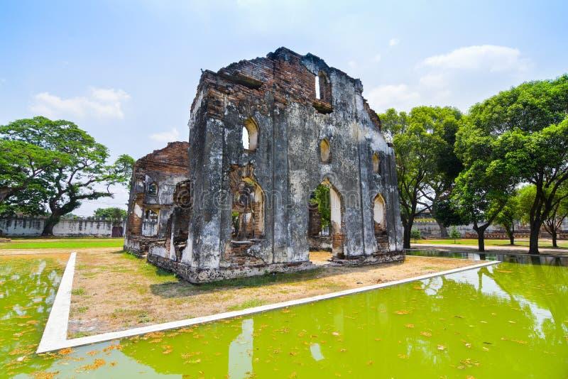 Η αίθουσα υποδοχής για τους ξένους επισκέπτες με τη λίμνη και αντανάκλαση στο Εθνικό Μουσείο narai Phra, buri Ταϊλάνδη Lop στοκ φωτογραφία με δικαίωμα ελεύθερης χρήσης