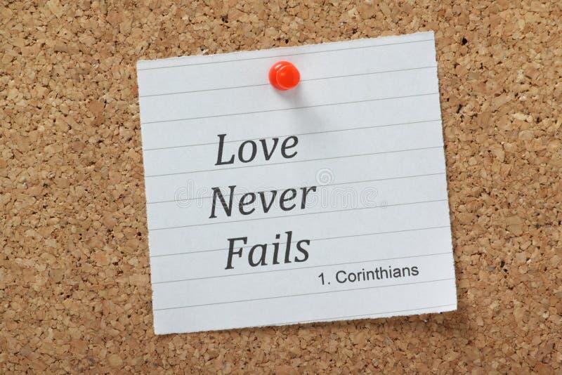 Η αγάπη δεν αποτυγχάνει ποτέ στοκ εικόνες με δικαίωμα ελεύθερης χρήσης
