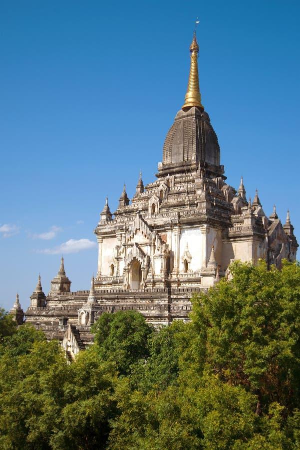 Η αιχμή του αρχαίου βουδιστικού ναού Gawdaw Palin μια ηλιόλουστη ημέρα bagan Myanmar στοκ φωτογραφία