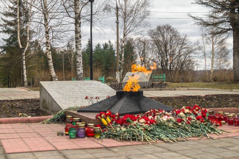 Η αιώνια φλόγα στον τάφο του άγνωστου στρατιώτη Πόλη Rzhev, περιοχή Tver στοκ φωτογραφία με δικαίωμα ελεύθερης χρήσης