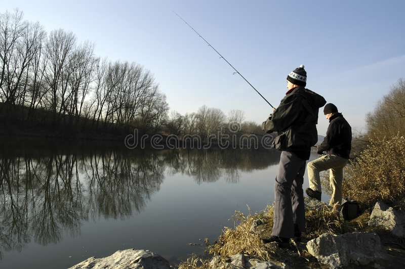 η αλιεία επανδρώνει στοκ εικόνα