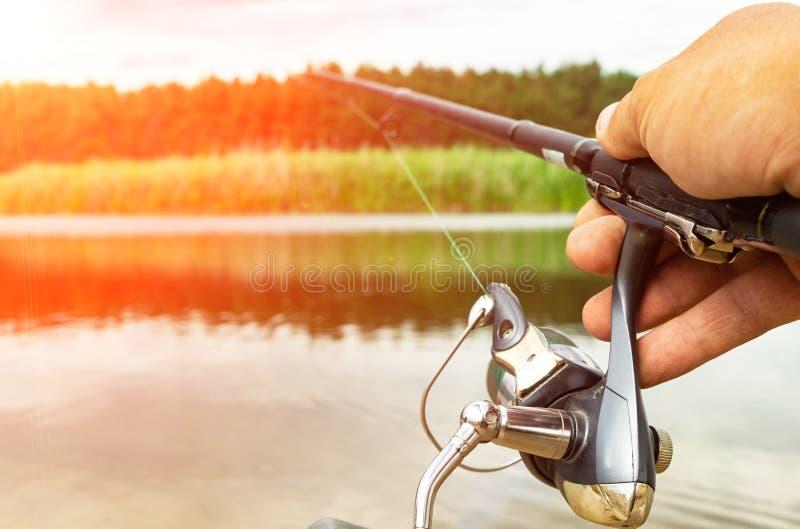Η αλιεία περιστροφής είναι μια συναρπαστική δραστηριότητα Αθλητική αλιεία διάστημα αντιγράφων στοκ φωτογραφία με δικαίωμα ελεύθερης χρήσης