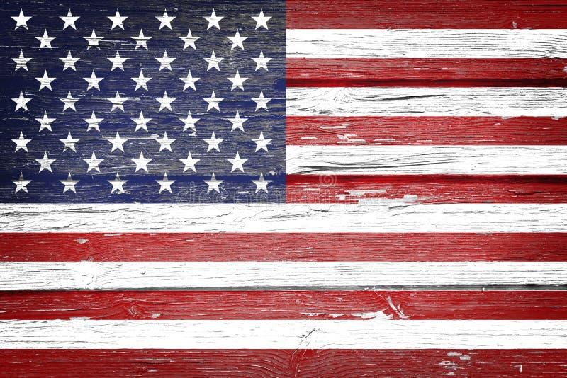 Η αμερικανική σημαία με τον τρύγο κοιτάζει στο ξύλινο υπόβαθρο στοκ φωτογραφίες με δικαίωμα ελεύθερης χρήσης