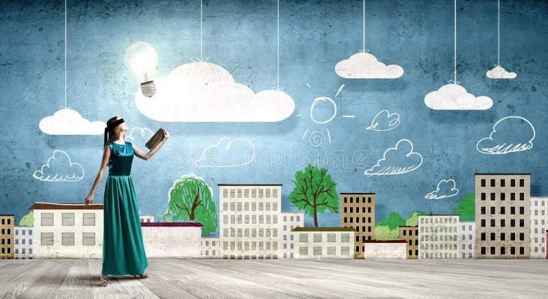 Η ανάγνωση αναπτύσσει τη φαντασία στοκ εικόνες