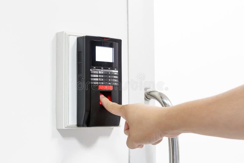 Η ανίχνευση δακτυλικών αποτυπωμάτων για ξεκλειδώνει το σύστημα ασφαλείας πορτών στοκ εικόνα με δικαίωμα ελεύθερης χρήσης