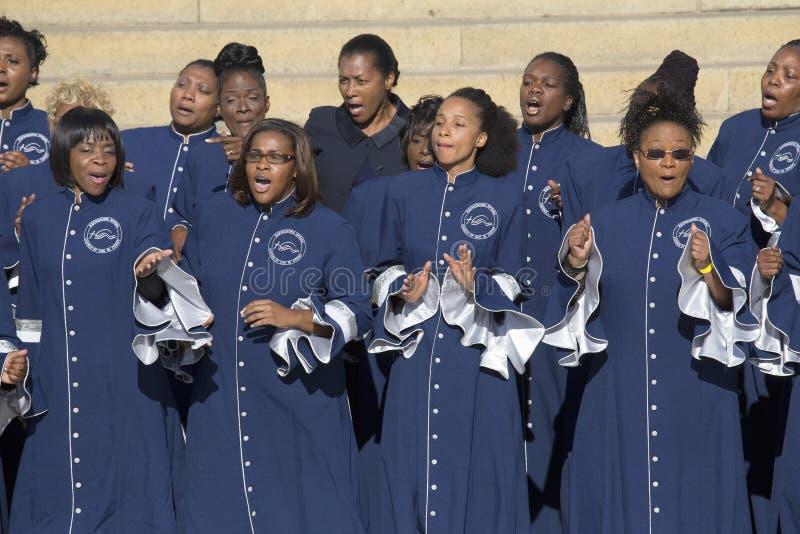 Η αναζωογονώντας εκκλησία ανοίξεων της χορωδίας Θεών τραγουδά στοκ εικόνες