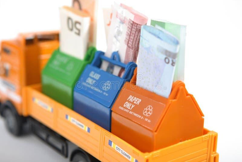 η ανακύκλωση χρημάτων σώζει στοκ φωτογραφία