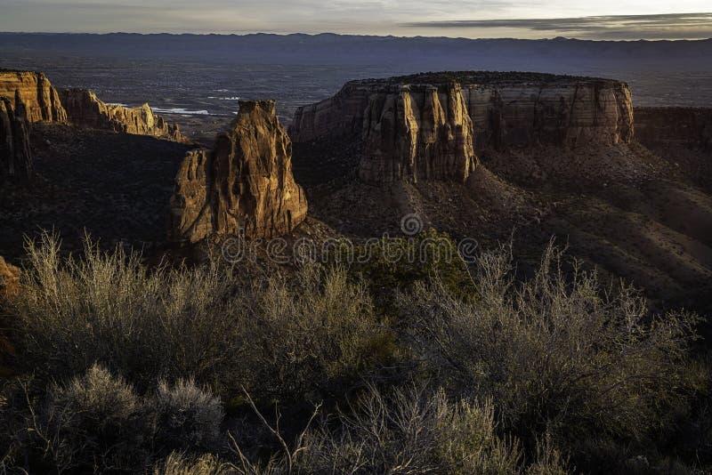 Η ανατολή στη μεγάλη άποψη αγνοεί στο Κολοράντο το εθνικό μνημείο στοκ εικόνες